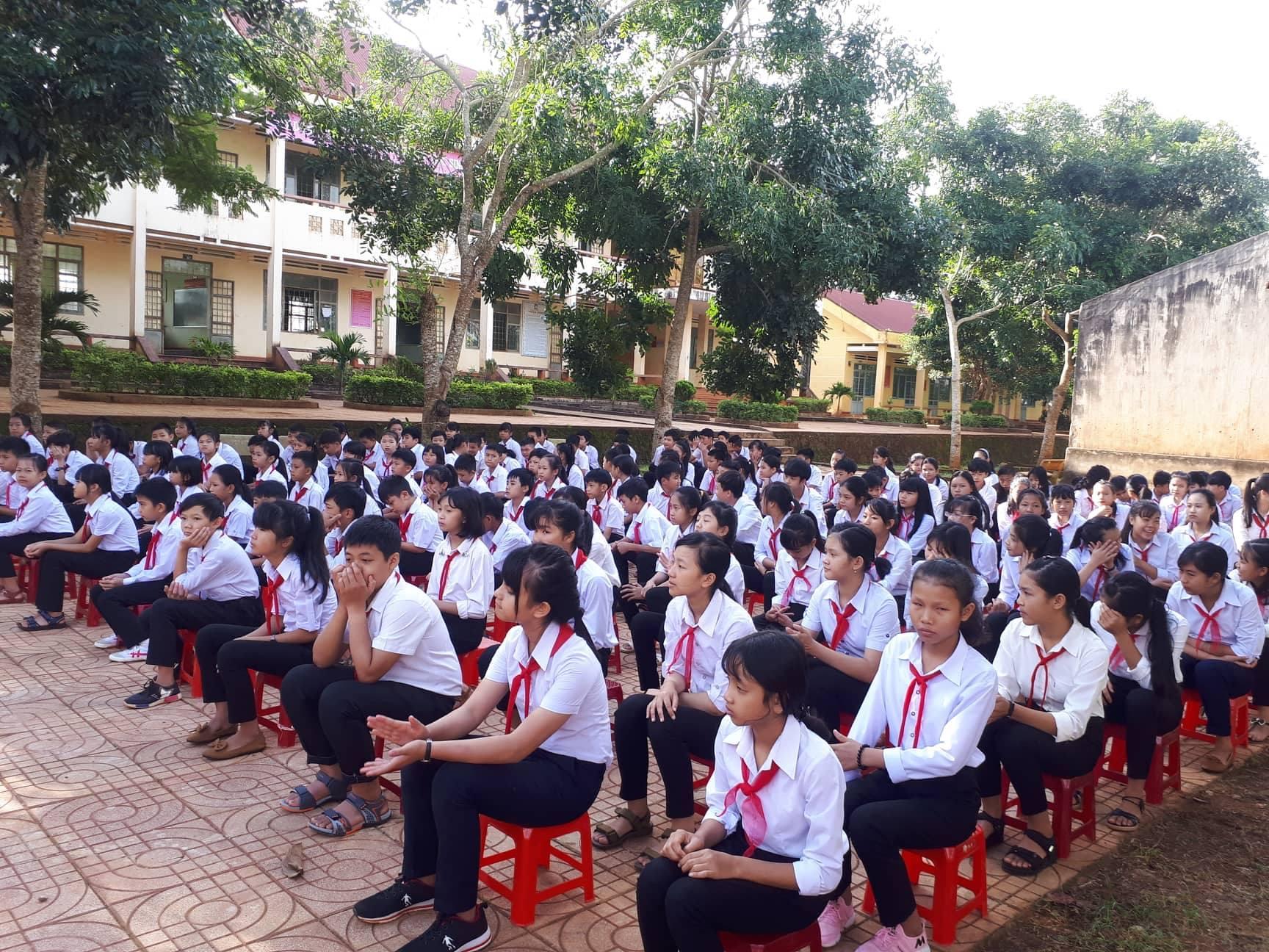 Hình ảnh trong Lễ khai giảng năm học mới 2018-2019 của trường THCS Trần Phú – Thị xã Buôn Hồ